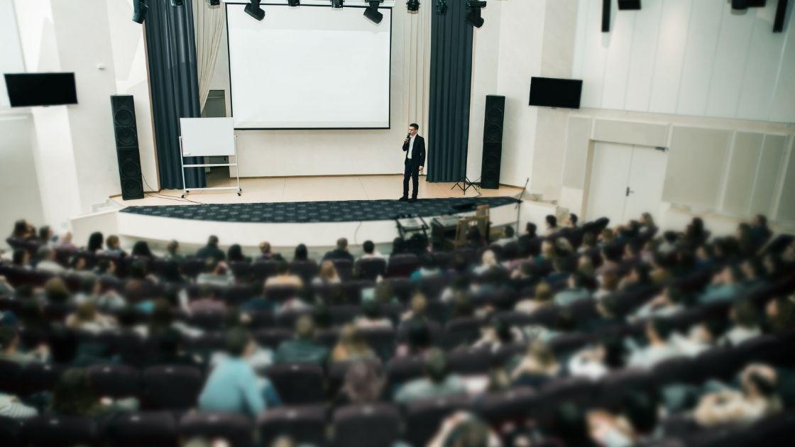高收入技能的賺錢方法:公眾演說