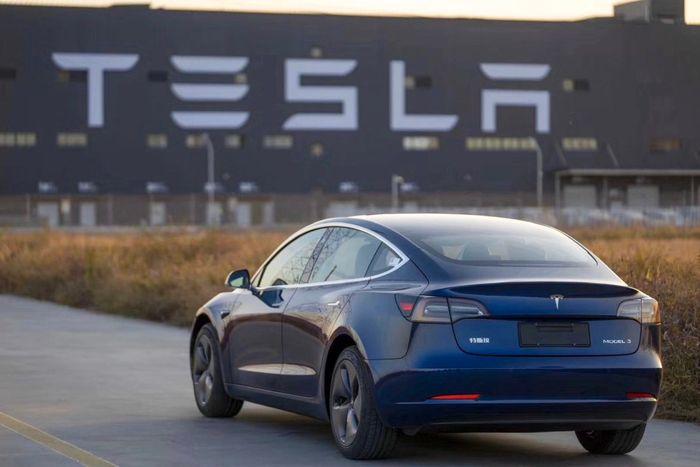 買車好還是租車好:電動車特斯拉會依照馬力繳交牌照稅